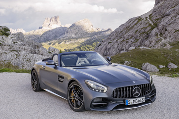 the-new-mercedes-amg-gt-roadster-and-mercedes-amg-gt-c-roadster